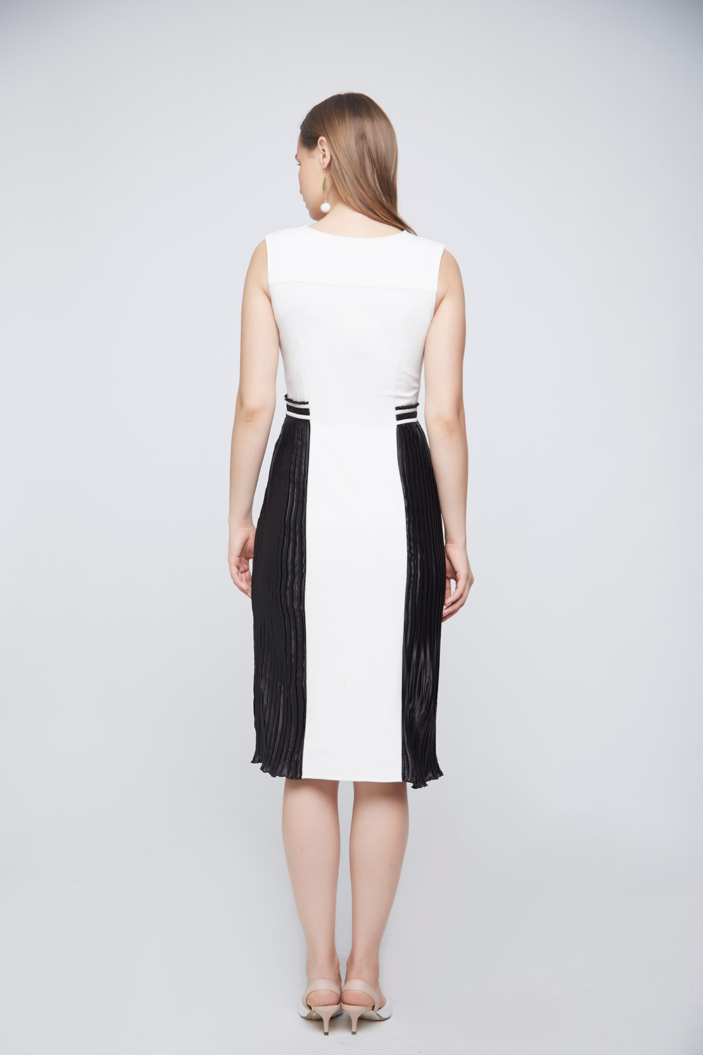 Monochrome Pleated Dress -3